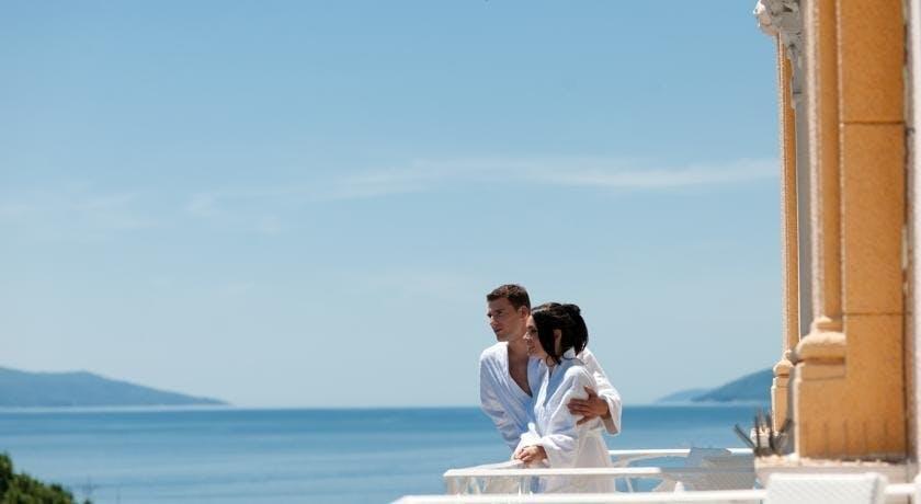 Hotel Bristol i Astoria – Romantičan odmor u Opatiji, Opatija, Hrvatska – 1.999 HRK – 2x noćenje u Superior sobi morska strana za 2 osobe, 2x polupansion (buffet doručak i večera) za 2 osobe