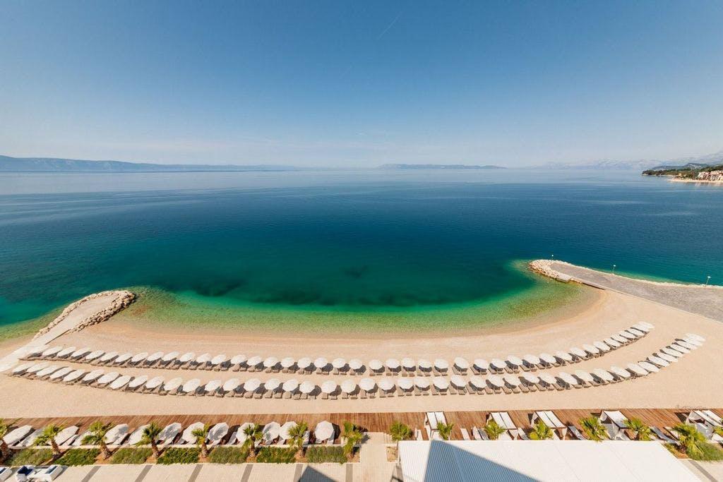 Medora Auri Family Beach Resort – Comfort soba , Podgora, Makarska, Hrvatska – 1.752 HRK – 2x noćenje s polupansionom za 2 osobe (dijete od 3 do 12 godina na vlastitom ležaju besplatno), Neograničeno korištenje hotelskog Wellnessa