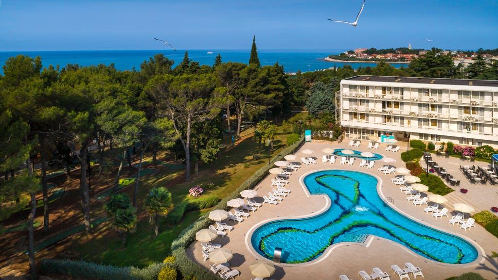 Aminess Laguna Hotel – 1. svibanj u Istri, Novigrad, Istra, Hrvatska – 1.395 HRK – 2x noćenje u dvokrevetnoj sobi s polupansionom za 2 osobe (1 dijete do 6,99 godina besplatno), Neograničeno piće uz večeru