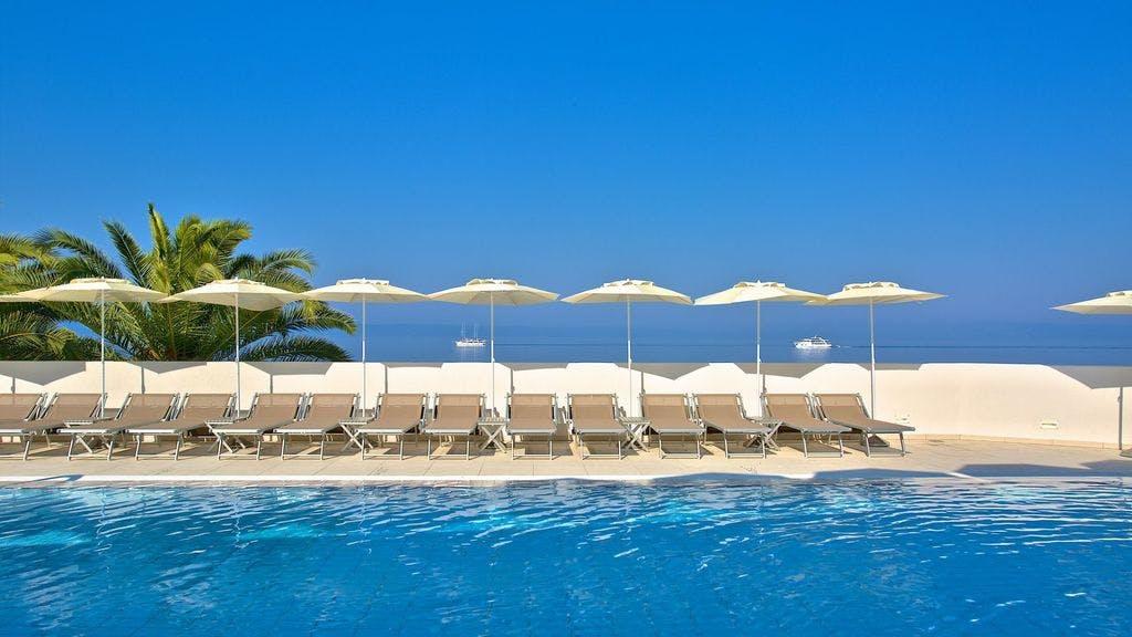 Medora Auri Family Beach Resort – Superior obiteljska soba , Podgora, Makarska, Hrvatska – 2.687 HRK – 2x noćenje s polupansionom za 2 osobe (2 djece do 16 godina besplatno), Neograničeno korištenje hotelskog Wellnessa