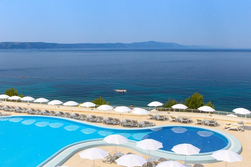 Sensimar Adriatic Beach Resort – Adults Only – All inclusive odmor, Živogošće, Podgora, Dalmacija, Hrvatska – 2.599 HRK – 2x noćenje s all inclusive u Standard sobi za 2 osobe, Neograničeno korištenje vanjskog grijanog bazena