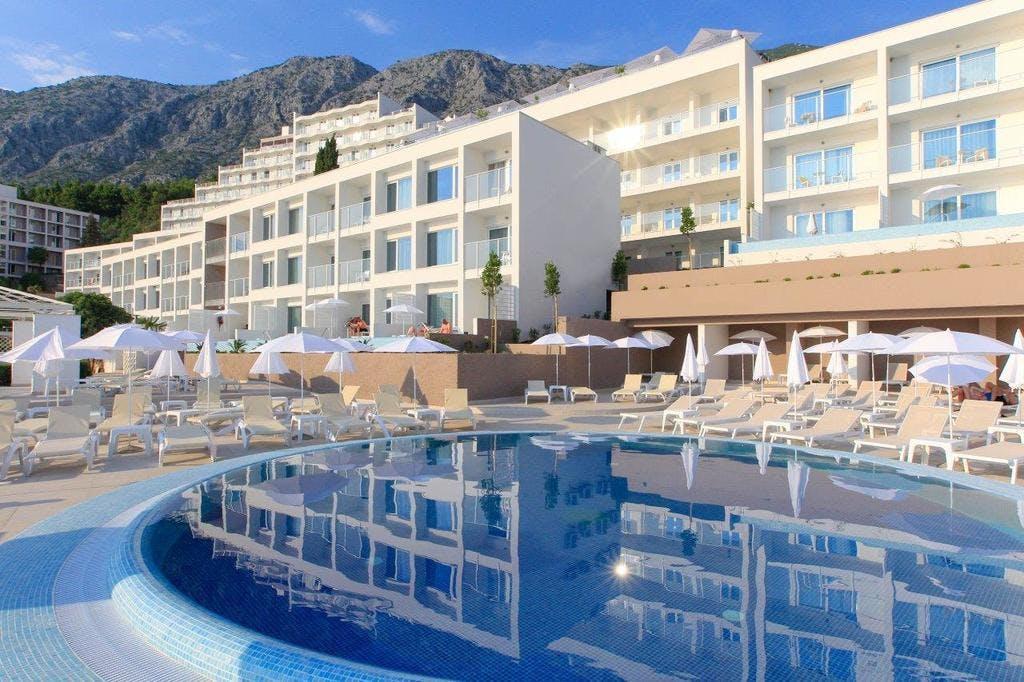 Sensimar Adriatic Beach Resort – Adults Only – All inclusive odmor, Živogošće, Podgora, Dalmacija, Hrvatska – 2.199 HRK – 2x noćenje s all inclusive u Standard sobi za 2 osobe, Neograničeno korištenje vanjskog grijanog bazena