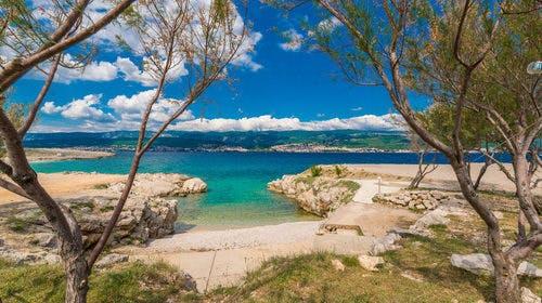 Kamp Tiha Šilo – Mobilna kućica Mediteran Standard, Šilo, otok Krk, Hrvatska – 1.580 HRK – 5x noćenje u Standard Mediteran mobilnoj kućici za 4 osobe, 1x tradicionalni ručak u restoranuPortić