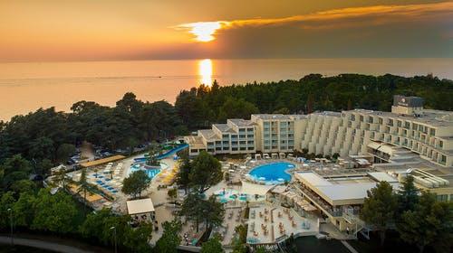 Valamar Parentino Hotel – Jesenski odmor, Poreč, Istra, Hrvatska – 1.275 HRK – 2x noćenje u Premium trokrevetnojsobi s balkonom za 2 osobe (1 dijetedo 13,99 godina besplatno), Polupansion s uključenim bezalkoholnim pićem tijekom obroka