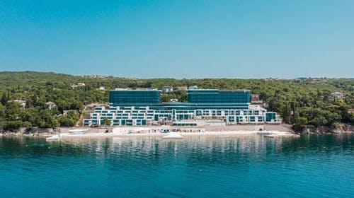 Hilton Rijeka Costabella Beach Resort & Spa, Rijeka, Hrvatska – 2.986 HRK – 2x noćenje u King Guestroom sobi s pogledom na more i balkonom za 2 osobe (1 dijete do 5,99godina besplatno), Bogati buffet dručak